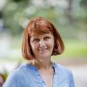 Dr Lynette Molyneaux